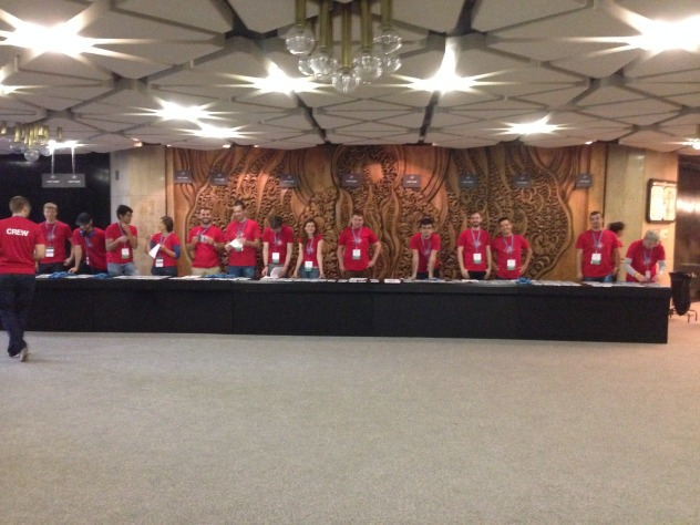 L'équipe des volontaires du WordCamp prêt à accueillir les participants